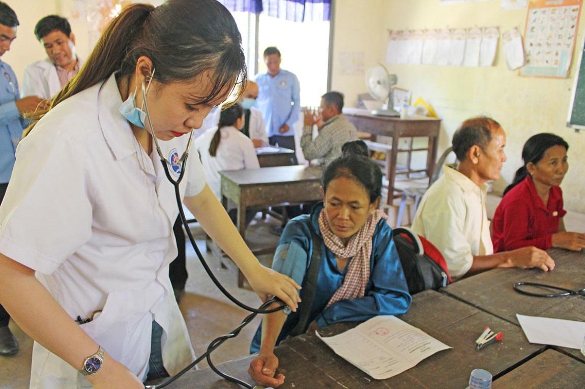 Tiếp cận cộng đồng thông qua những chương trình thiện nguyện